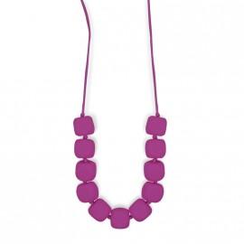 Collier d'allaitement violet avec formes carrées