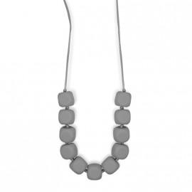 Collier d'allaitement gris foncé avec formes carrées